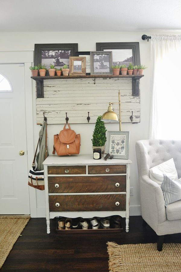 entry way with old dresser