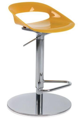 Taburete con base plana modelo Tribeca disponible en amarillo opaco.