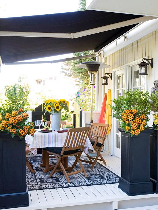 Make gorgeous flowers the center of attention with a sophisticated black-and-white color scheme. Find more patio inspiration: http://www.bhg.com/home-improvement/patio/?socsrc=bhgpin062712
