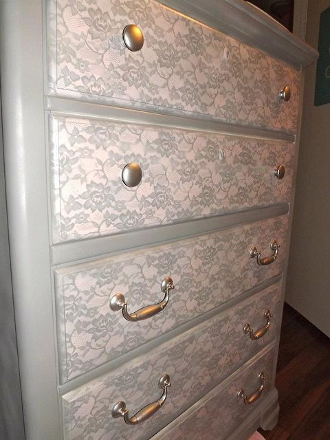 spray paint a lace pattern on furniture