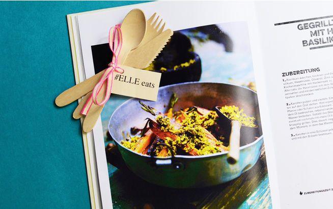 Veganes BBQ: knusprig gegrillte Karotten http://www.elle.de/elle-eats-rezept-tipp-gegrillte-karotten-mit-haselnuss-basilikum-broeseln-243670.html