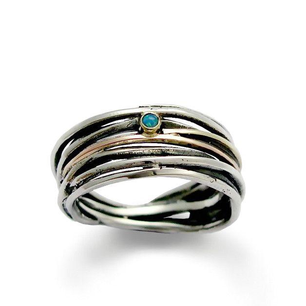 R1512GX Dies ist eine großartige Ring. Der Entwurf wird zunächst in Wachs gebildet, um eine stilvolle erstellen und hübschen Band, die dann in Silber gegossen und oxidiert zu zeigen, wirklich...