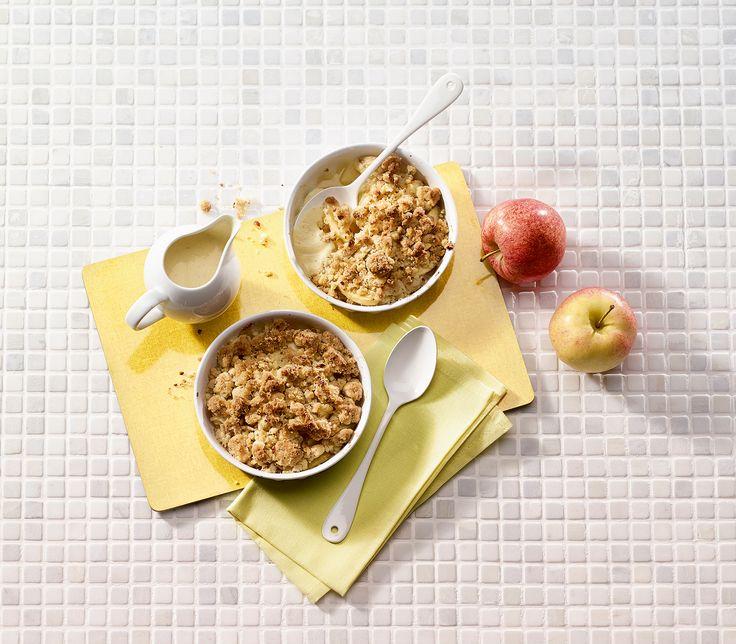 Butter, Haselnüsse, Zucker und Mehl auf fruchtig-säuerlichen Äpfeln ergeben zwar nicht gerade ein schlankes, dafür aber ein unglaublich leckeres Dessert.