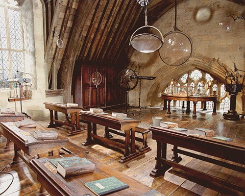 Set on Harry Potter. I wish hogwarts is real. I'd like to have a job there. Even i'm just a Filch assistant.. :))