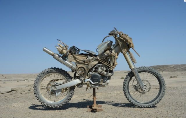"""Custom Motorcycle from """"MAD MAX : FURY ROAD"""" YAMAHA YZ450F 2009 #motorcycle #Post_Apocalyptic"""