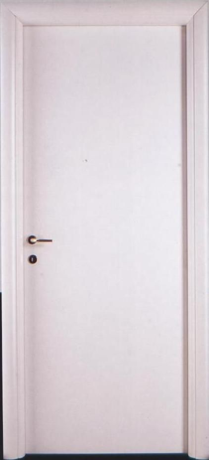 Porta tamburata in laminato bianco bombato. porte Piacenza Lodi
