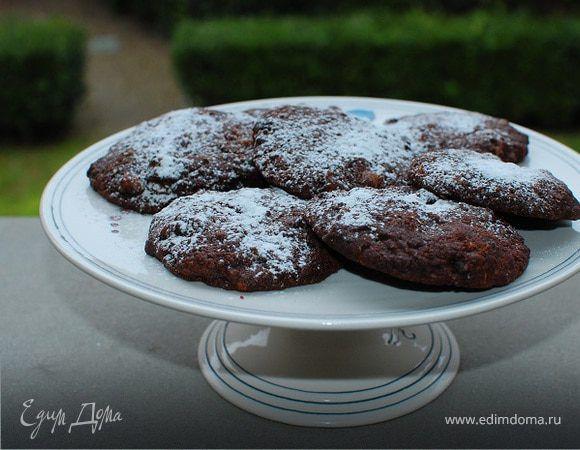 Шоколадное печенье с грецкими орехами . Ингредиенты: мука, шоколад черный горький, сливочное масло