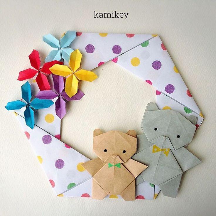 """お花とくま、というテーマで作ったわけではなく、水玉の折り紙が使いたくて。なのでリースから作って、それに色を合わせてお花とくまを付けました。くまの色が決まらなくて2回作り直しこういう作り方もあり?「六角リース」「クローバーリース(のパーツ)」「くま」の作り方はYouTube"""" kamikey origami""""チャンネルをご覧下さい。 Hexagonal wreath Clover wreath (flower ) Bear designed by me Tutorial on YouTube"""" kamikey origami"""" #折り紙#origami #ハンドメイド#kamikey"""