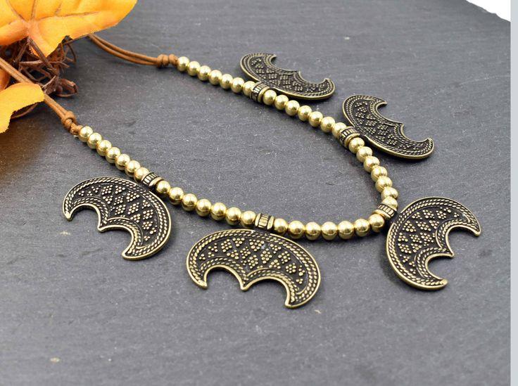 Wikinger Halskette Lunula - Messing - Mond Kette - Mittelalter Kette - Slawisch - Nordischer Schmuck - Pagan - Ethno - LARP - Lunula Necklace -Viking Jewelry # 230 von BelanasSchatzkiste auf Etsy