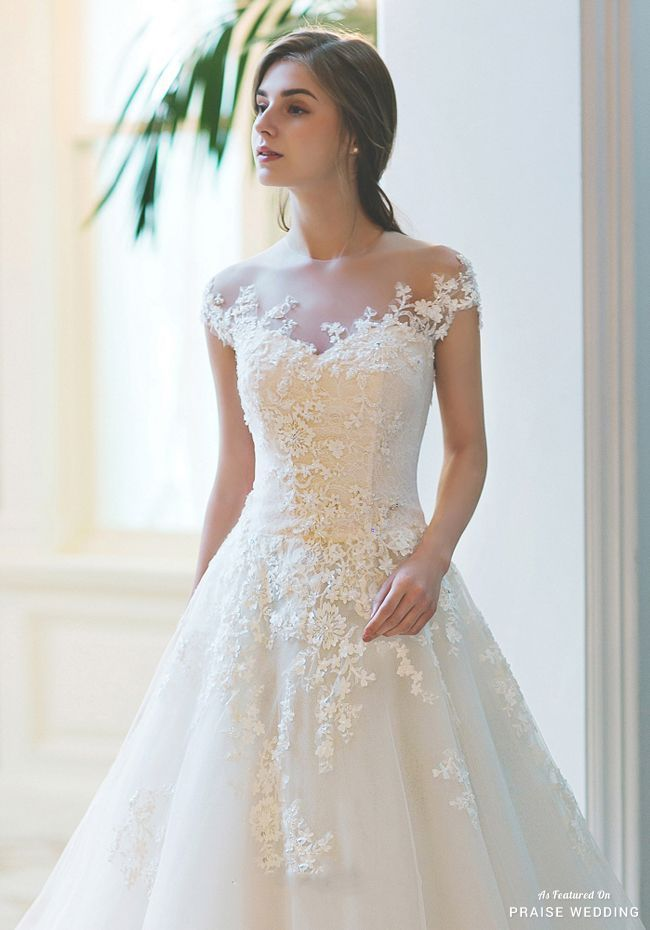 This classic wedding dress from Sonyunhui featuring delicate blooming lace detai…
