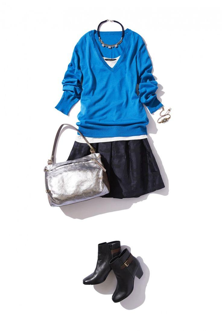鮮やかブルーのVネックニットでハンサムクールな秋の着こなし ― B