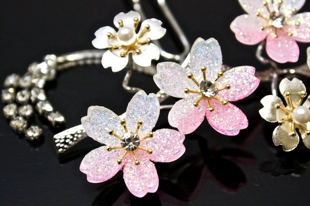 白 ピンク 桜 ラインストーン パール シルバー 簪 かんざし カンザシ 髪飾り 髪留め 結婚式 着物 婚礼 和服 和装 浴衣 ゆかた
