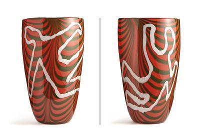 VIDAR KOKSVIK 1969  Vase Eget verksted. 2003. Hvitt, grønt og rødt glass under klart overfang. Signert: Vidar Koksvik 03. HØYDE 38,00 CM
