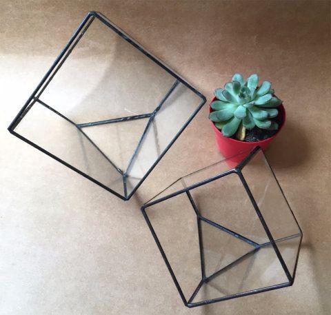 A forma geométrica veio para ficar: representante do estilo boho e moderno, ela estrutura prateleiras, adesivos de parede, vasos...