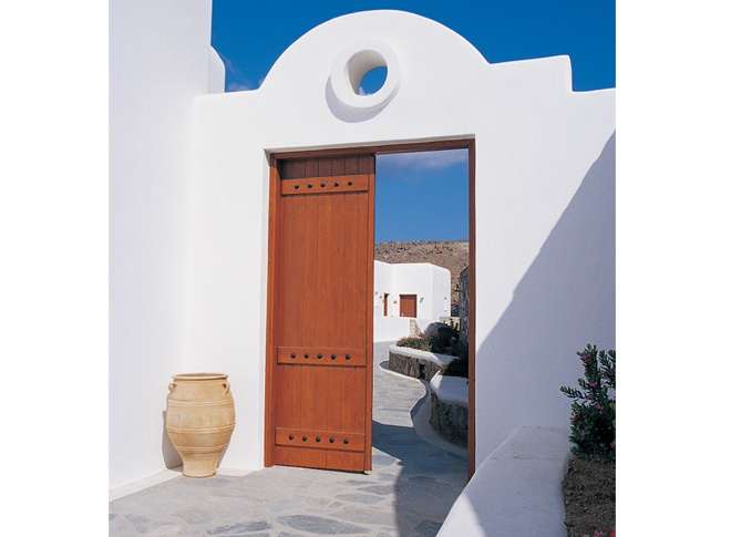 Traditionally designed entrance made in the Cycladic style. Wooden door constuction by VI.E.K.KO. S.A.