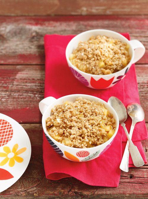 Croustade aux pommes  dans une tasse  au micro-ondes Recettes | Ricardo    INGRÉDIENTS  Garniture   180 ml(¾ tasse) de pomme Cortland, pelée, épépinée et coupée en dés (environ 1 pomme moyenne)  10 ml(2 c. à thé) de cassonade   Crumble   30 ml(2 c. à soupe) de flocons d'avoine à cuisson rapide   15 ml(1 c. à soupe) de cassonade  15 ml(1 c. à soupe) de farine tout usage non blanchie  15 ml(1 c. à soupe) de beurre, ramolli