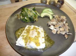 op het vel gebakken schelvis met gestoofde andijvie, oesterzwammen en passievruchtencoulis