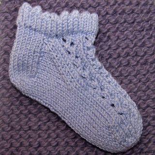 The Sweetest Little Baby Socks by KellyK Knits (free) (infant)