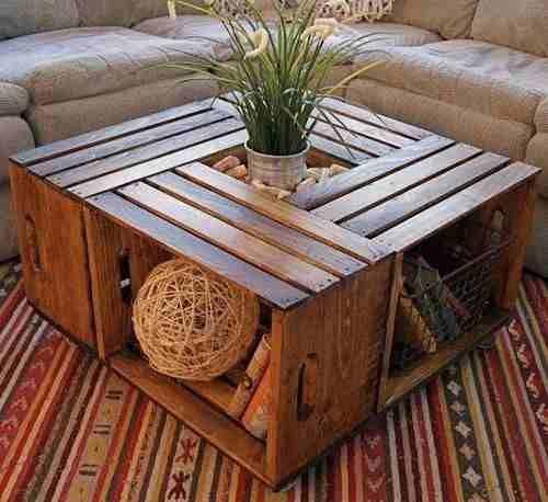 Hermosa mesa elaborada con cajones de madera. Mesa rustica