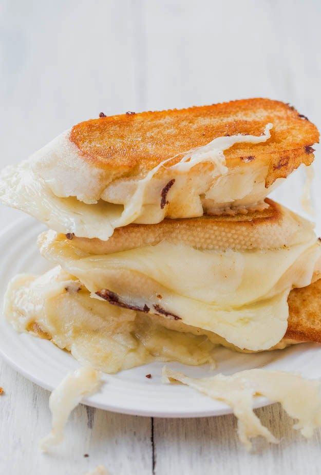 Fontina and mozzarella grilled cheese sandwich | Just a good recipe