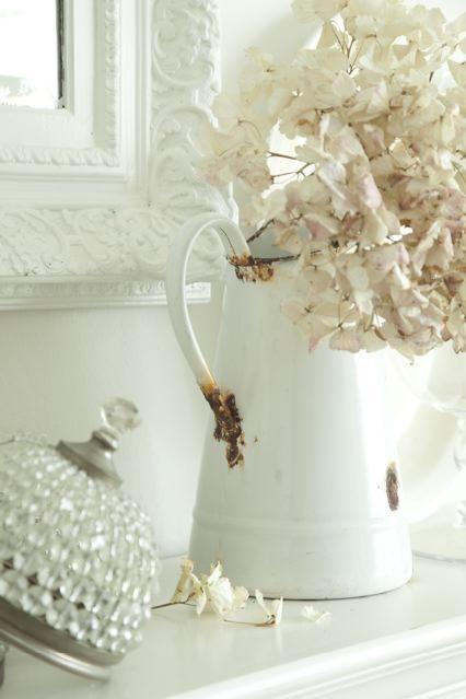 enamelwareIdeas Wedding, White Flowers, Shabby Chic, Pastel Pink, Enamels Pitcher, Ana Rosa, Flower Ideas, Entryway Decor, Enamelware Pitcher