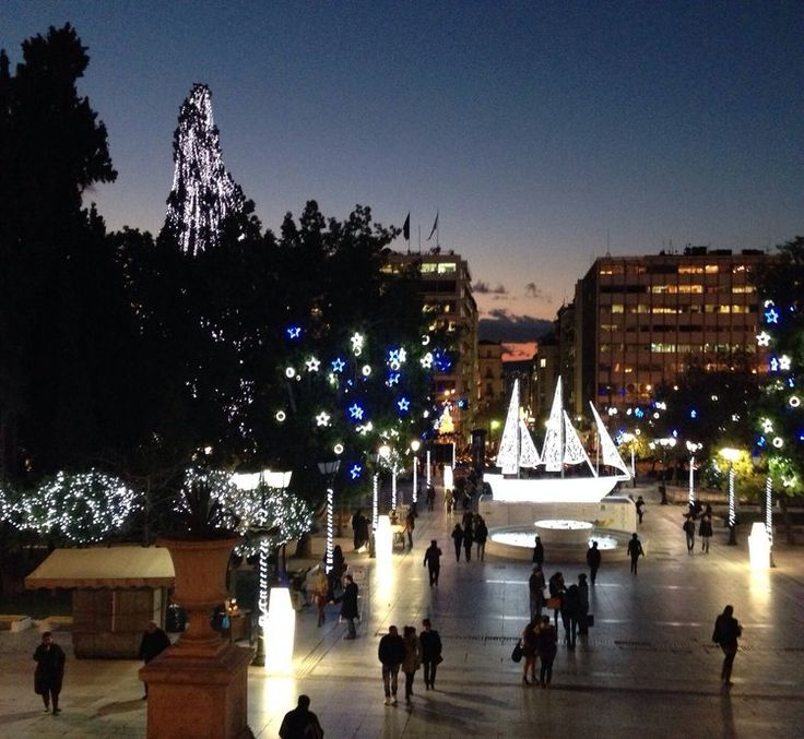The lights of Syntagma Square, with the 'Christmas Boat' (Picture by Katherine Poseidon)