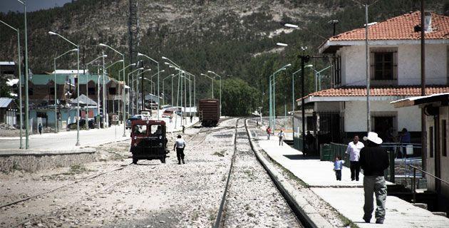 Pueblo mágico de Creel  ciudad de Chihuahua Estación Creel, o simplemente Creel, fue fundada el 26 de mayo de 1907 en lo que era una ranchería rarámuri llamada Nariachi. Tiene su origen como estación del ferrocarril que partiendo de la ciudad de Chihuahua, culmina en el puerto sinaloense de Topolobampo. Paar enterarte mas ve la revista en http://issuu.com/search?q=fervalgo2mexico