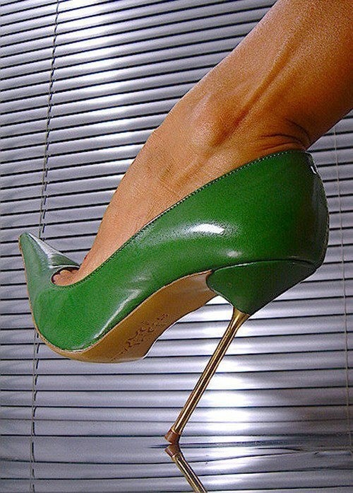 Green stiletto .... shaoooow that's awesome