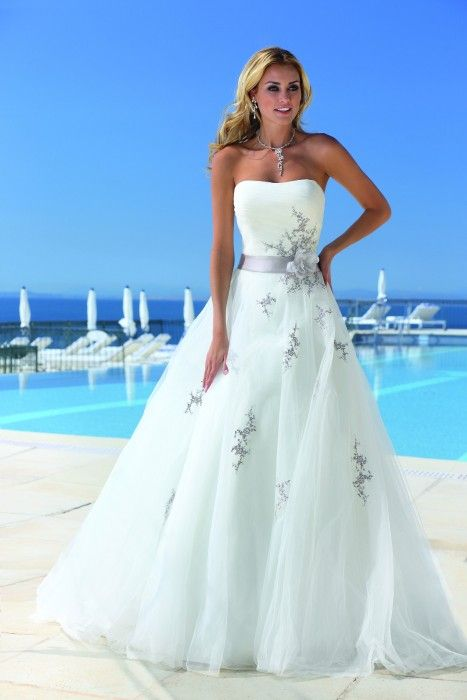 Wedding Dress Ladybird           - www.honeymoonshop.nl -