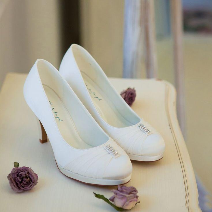 Zapatos novia cerrados muy cómodos con tacón y plataforma. Sapatos para noiva cerrados e muito cómodos