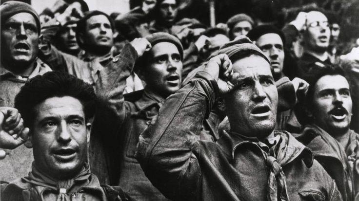 Robert Capa inmortalizó la ceremonia de despedida de las Brigadas Internacionales. La historia de las Brigadas Internacionales es bien conocida. Casi 60.000 voluntarios extranjeros de 54 países participaron en la Guerra Civil española para luchar contra el avance del fascismo en Europa. Lo que poca gente sabe es que entre 4.000 y 8.000 judíos participaron en la guerra y, de estos, casi 200 hombres y mujeres abandonaronPalestina –un lugar al que habían llegado huyendo del creciente…