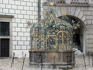 Travelwriticus: Fountain in Jindřichův Hradec, Czech Republic via @TravelWriticus