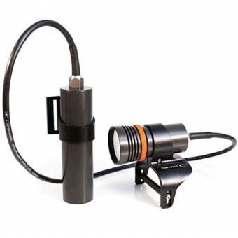 """FINNSUB Tauchlampe FINN LIGHT long 3000 im TauchShop wassersportbilliger. 3000 Lumen in toller Design- Ausführung! Bei halber Leistung (1500 Lumen) ermöglicht sie 4 Stunden Einsatz – also mehr als die meisten Tank Lampen. Der """"Surface Modus"""" mit 300 Lumen bietet genügend Licht für eine sichere Benützung außerhalb des Wassers für eine Dauer von 24 Stunden. Tauchen."""