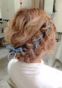 リボンを編みこんだガーリーアレンジ♡ミディアムヘアさんのフルアップ参考です♡