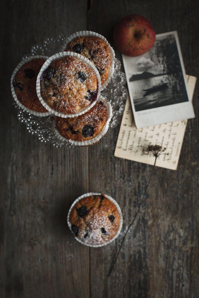 Muffin con farina di segale, mele e mirtilli-2