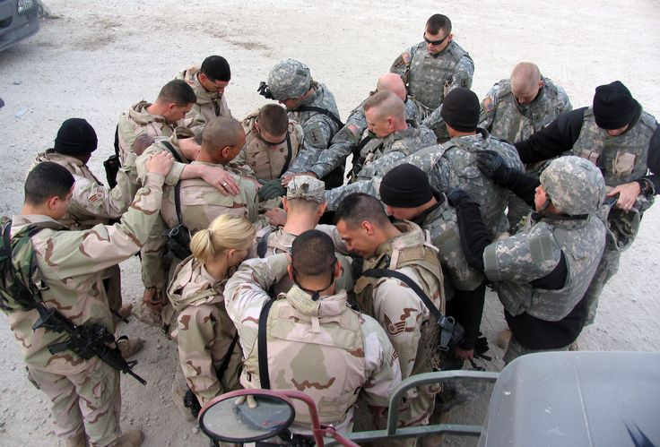 praying soldiers