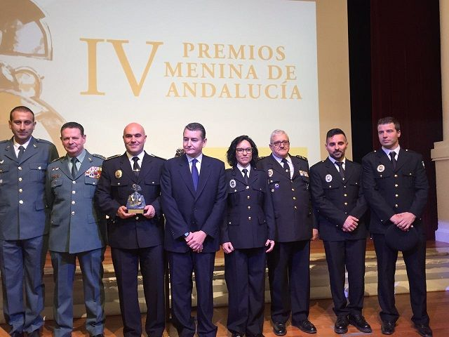 MOJÁCAR LOCAL POLICE RECEIVES THE MENINA AWARD FOR ITS FIGHT AGAINST GENDER VIOLENCE - http://www.theleader.info/2016/11/25/mojacar-local-police-receives-menina-award-fight-gender-violence/