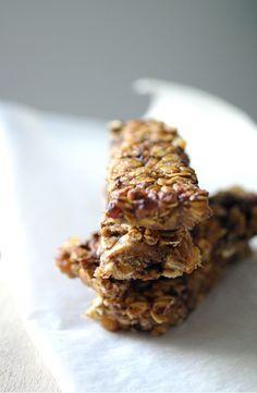 J'ai testé cette semaine les barres de céréales du blog barbaragateau.com ce sont des barres de céréales aux raisins et à la banane,sans matières grasses ni sucre ajouté (vous pouvez quand même rajouter 1 ou 2 cuillères de miel si vos bananes ne sont pas très mûres). Voilà la recette de base après il suffit lire la suite...