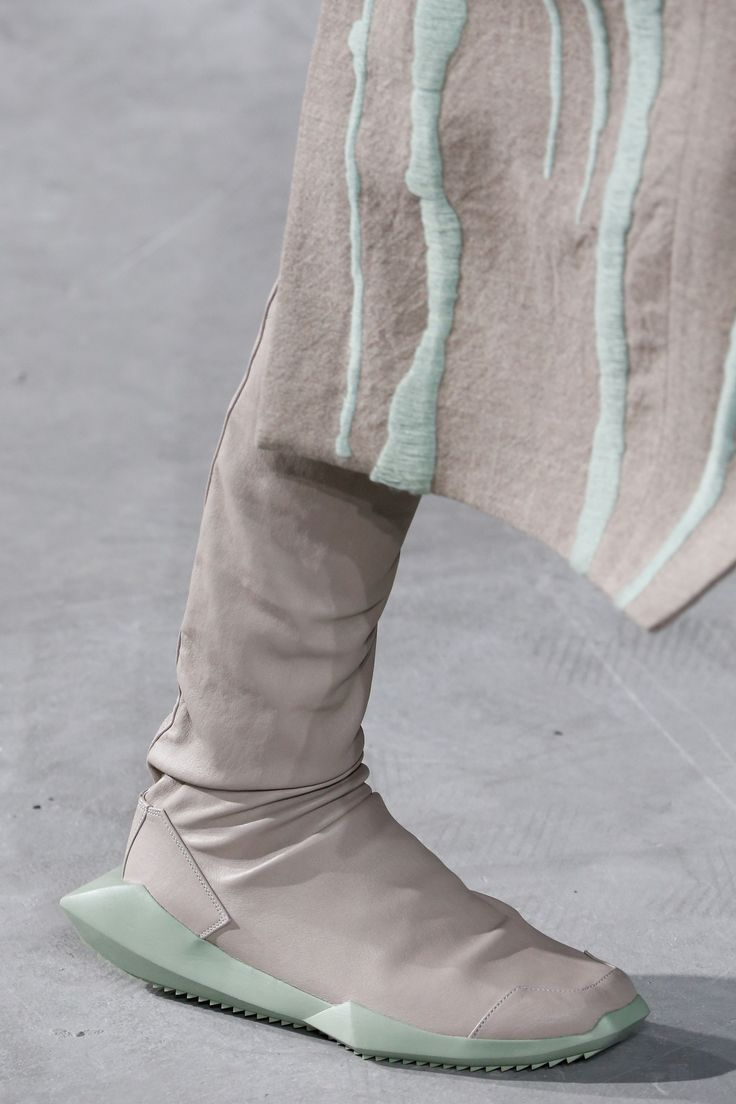 Rick Owens Fall 2016 Ready-to-Wear Fashion Show Details