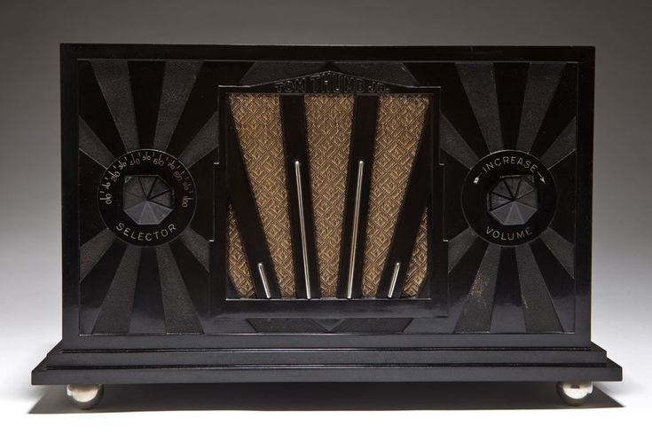 This is a stunning radio! Tom Thumb Jr. Art Deco Black Bakelite + Chrome