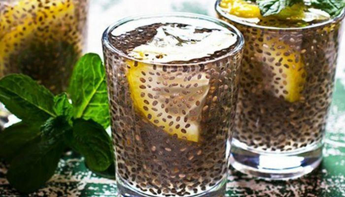 Eau citron-chia detox - Cure de citron avec une eau détox. Comme son nom l'indique cette recette, cette eau est simplement à base de citron frais et de graines de chia pour une cure détox du foie principalement et de tout l'organisme. Testez l'eau détox. - citrons, de graines de chia bio nu3, d'eau,