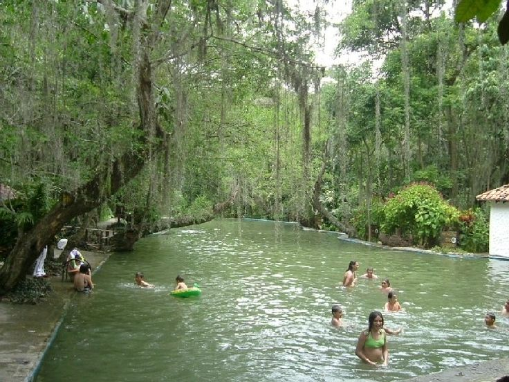Piscina Natural del parque Gallineral,  san gil Santander Colombia.