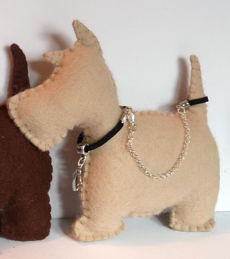 These adorable scottie dog lavender bags are each individual, with different leash and charms on their collars. These scottie dogs would make a perfect gift to say Thank You, Happy Birthday, Welcome to your new home or for any other special occasions. animal and dog lovers will particularly appreciate. Lavender Bags look great and leave your wardrobe or drawers smelling divine. Also using dried Lavender in your wardrobes and drawers can help to repel moths, they loathe the smell of it.