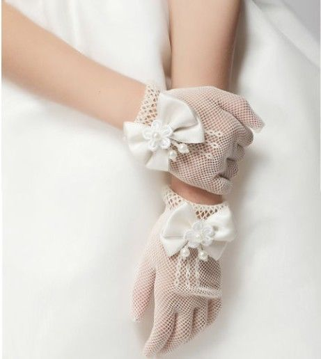 Guantes de malla en color blanco.
