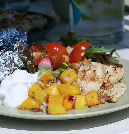 Yoghurtmarinerad kyckling och mangosalsa