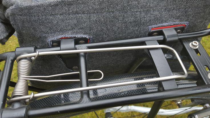 Woche 5 - Kuriertasche habe ich für Fahrradnutzung umgebaut, die Klemmhaken stammen aus einer Billigradtasche vom Discounter