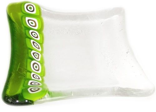 Handgemaakt vierkant glazen schaaltje van helder glas en helder groen glas!