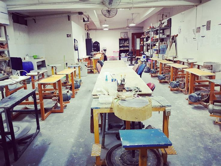 Friday, 9:20 pm, Uph ceramics Lab, waiting for the kiln firing to reach the temperature. 10 Nov. 2017