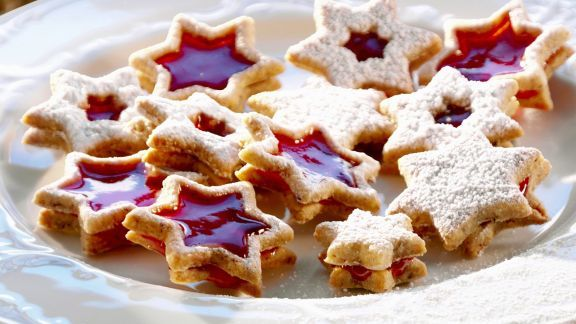 Recipe: Christmas Cookies with Mulled Wine Filling / Glühwein-Plätzchen (Source: Eat Smarter)