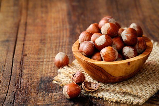 Фундук в кулинарии. Фундук - вкусный, питательный и очень полезный орех. По количеству белка и аминокислот его можно сравнить с мясом, а благодаря высокому содержанию витамина Е этот орех рекомендуется включать в рацион детей и беременных женщин. #edimdoma #cookery #advice